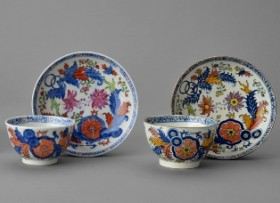 Porcelain and pearlware teabowls & saucers in tobacco leaf pattern